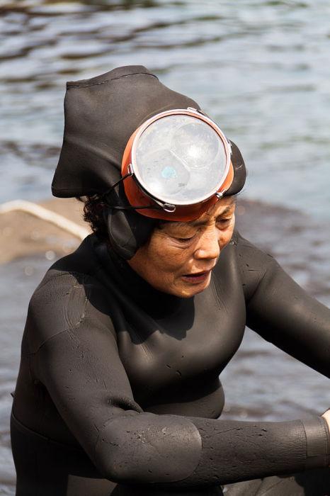 Женщина хэнё, ныряльщица с острова Чеджудо.   Фото: commons.wikimedia.org.